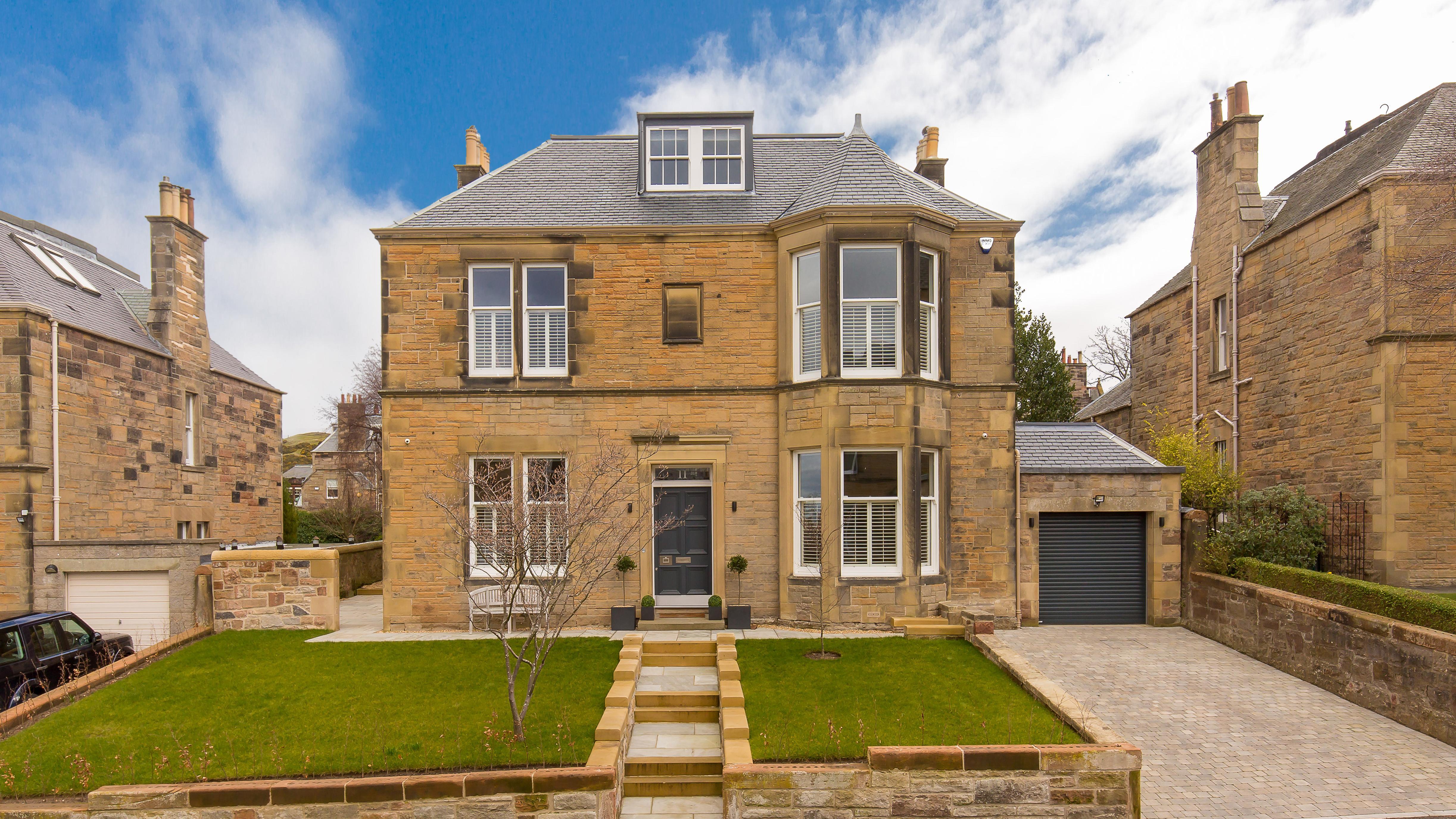 This Week?s Prime Properties In Edinburgh, Renfrewshire And The Borders photo