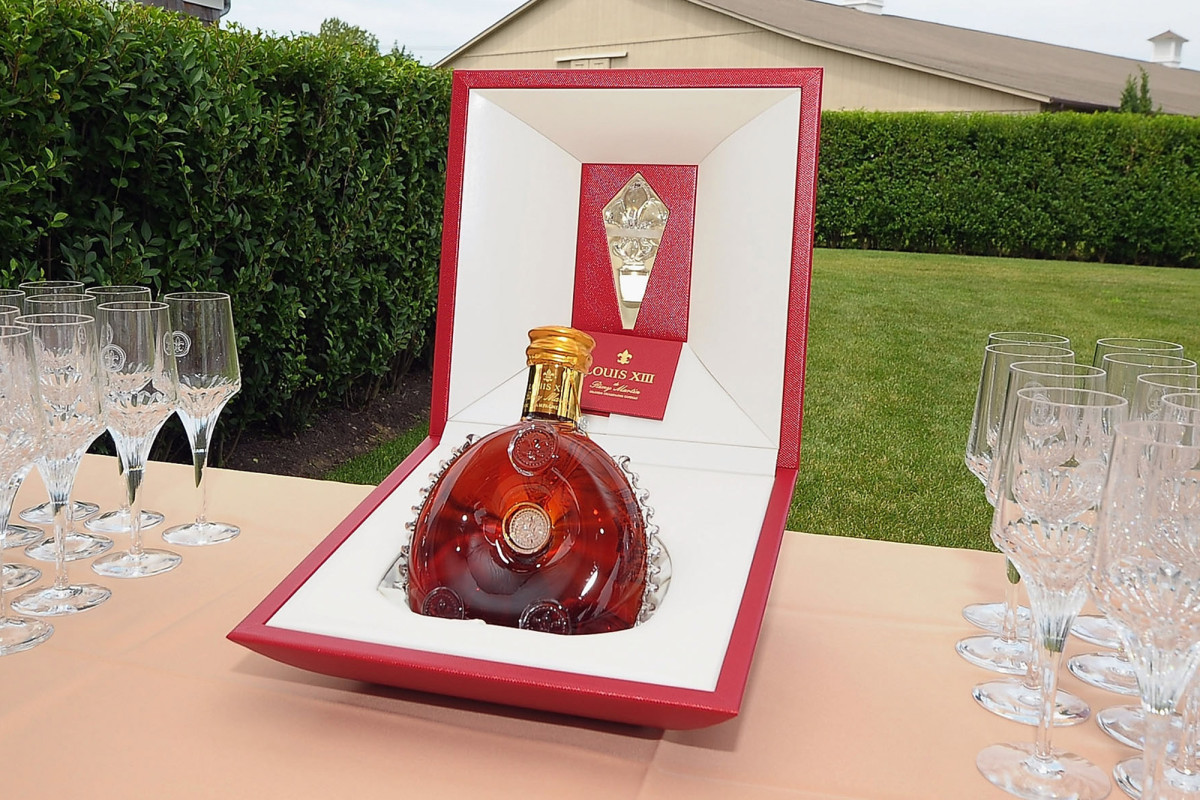 Thief Stole Remy Martin Liquor Bottle Worth $4k: Cops photo