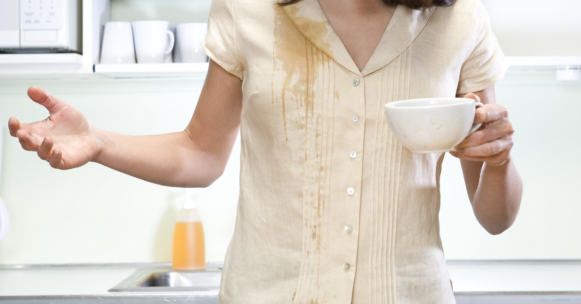 How to remove a drink or liquid food stain quickly and easily from your clothes photo