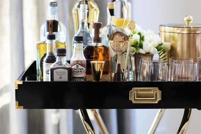 tray bar 8 Artistic Ideas To Make Your Mini Home Bar Fit In Your Home Spaces