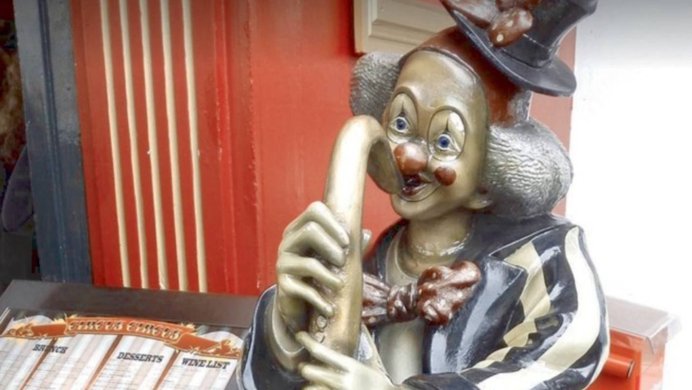 Auckland Cafe's Two-metre Clown Statue Still Missing Two Weeks On photo
