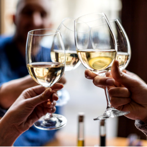 5 Sa Wine Experts Recommend Their Best White Wines Under R100 photo