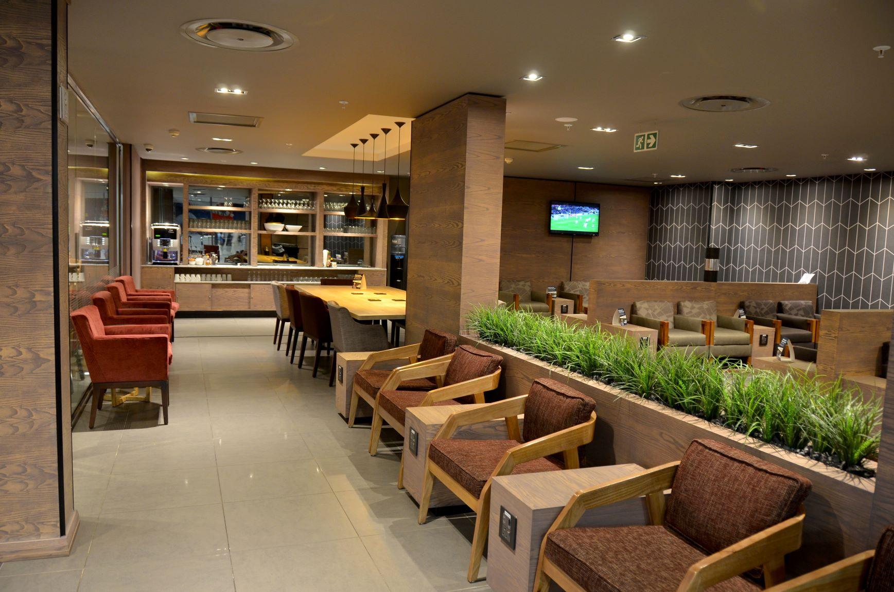 Bidvest Premier Lounge and Michelangelo winning wines and spirits unite to pamper travellers' taste buds photo