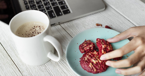 12 Deliciously Guilt-free Snacks You Can Munch On At Work, photo