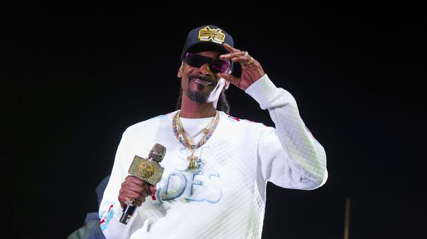 #worldginday: Snoop Dogg's Record For The World's Biggest Gin Cocktail Broken photo