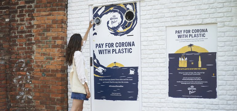 Corona Lets Beer Drinkers Pay With Plastic Waste For World Oceans Day photo