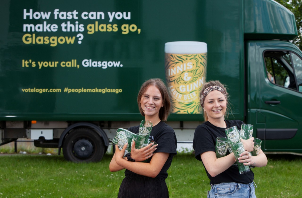 Innis & Gunn Celebrate Glasgow Bar Relaunch With Free Beer And Pint Glasses photo