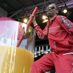 Snoop Dogg Breaks World Record For Biggest Gin And Juice photo