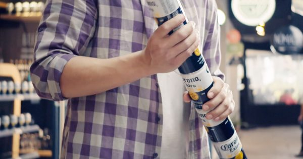 Corona's Stackable Six-packs Eliminate The Need For Harmful Plastic Rings photo
