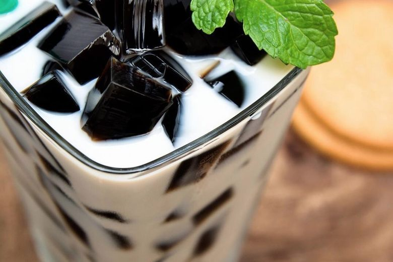 grass jelly 2 Delicious Drinks You Need to Try When you Visit Thailand