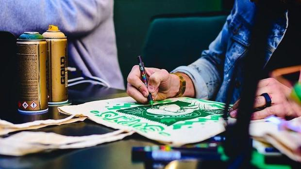 Graffiti Artist Shaun Oakley Partners With Jameson Irish Whisky To Customise Tote Bags photo