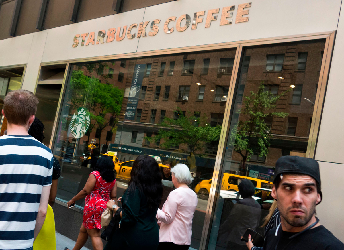 Starbucks Will Stop Selling Newspapers In September photo
