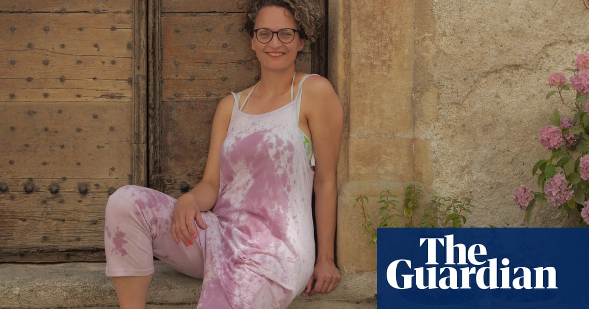 'i Smell Like A Broad On A Bender' – Why I Decided To Tie-dye My Clothes With Wine photo