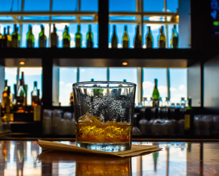 6 Hotels With The Best Bars For Whisky Lovers photo