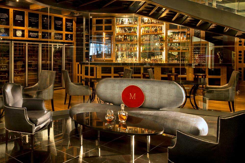 WORLD CLASS WIHISKY 1000x667 6 Hotels With The Best Bars For Whisky Lovers