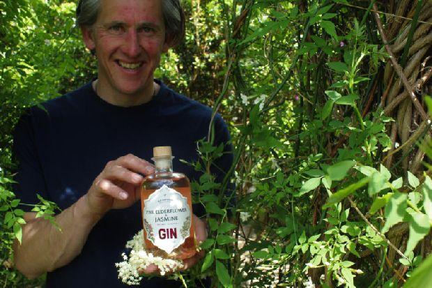 Edinburgh Gin Distillery Launches New Pink Elderflower And Jasmine Gin photo
