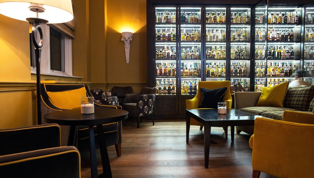 scotch bar 6 Hotels With The Best Bars For Whisky Lovers