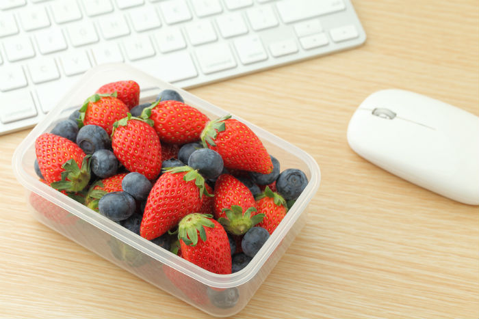 7 Healthy Snacks To Keep In Your Drawer At Work photo