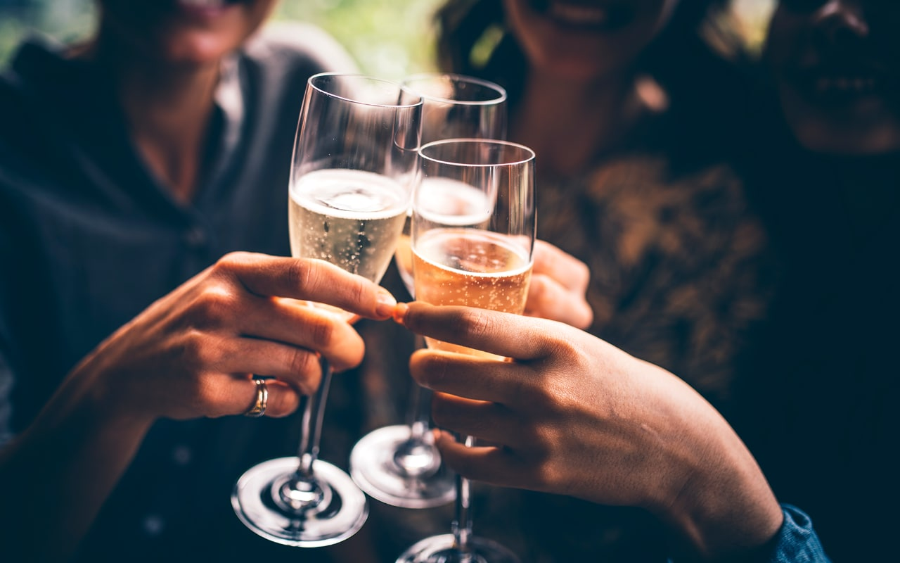 An Expert's Guide To Sparkling Wine: From Tasting Notes To Characteristics photo