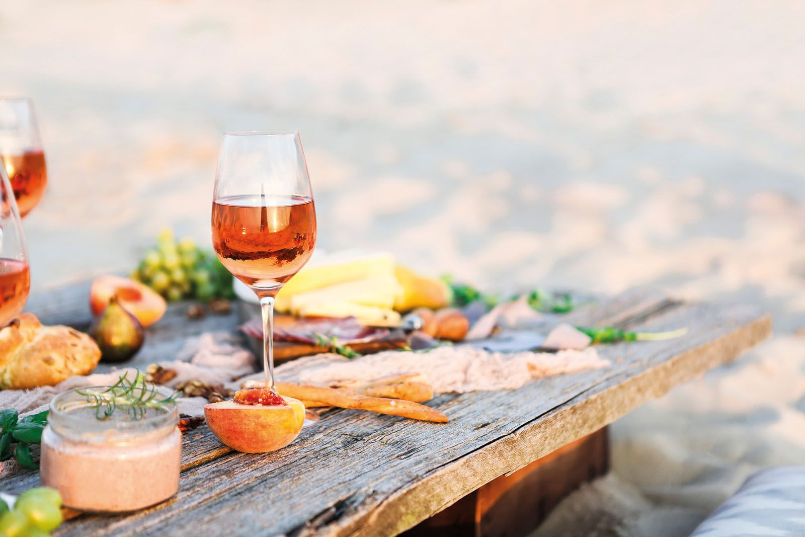 10 Best Wines To Have This Summer photo