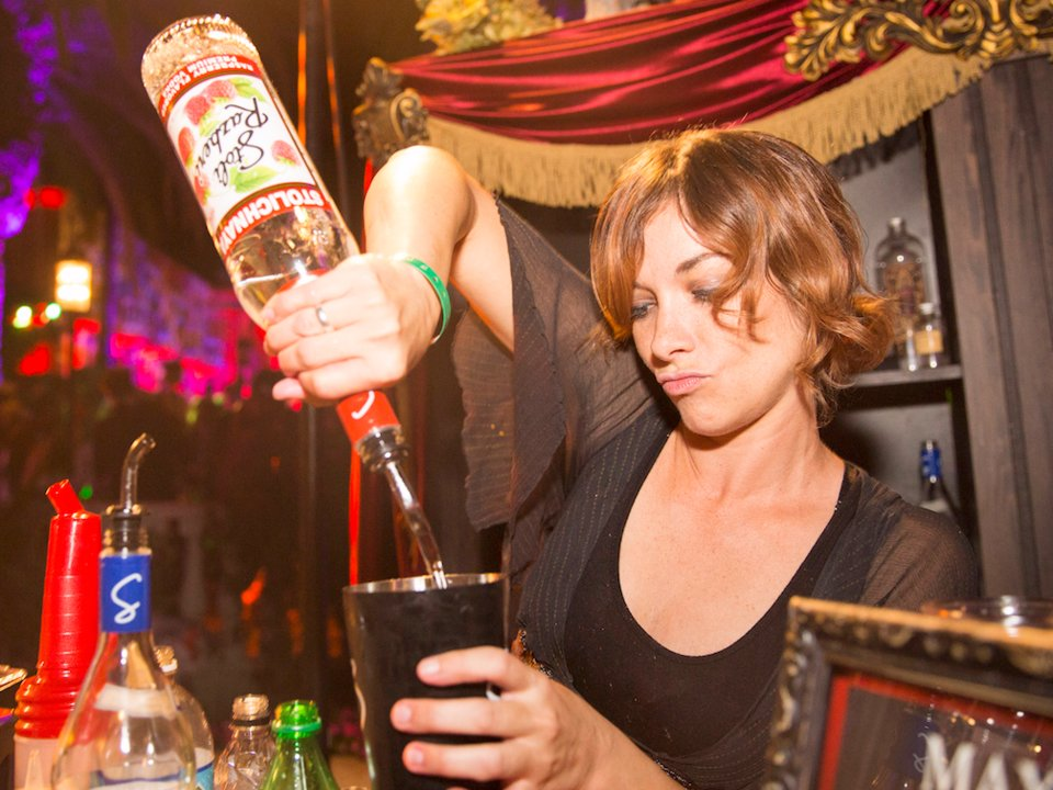 I'm A Bartender, And These Are The Drinks That We Secretly Judge You For Ordering photo