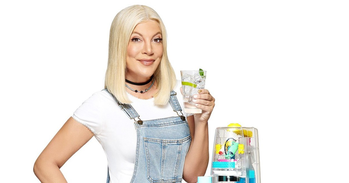 Nostalgia Alert! Tori Spelling?s ?90s Sodastream Helps The Planet photo