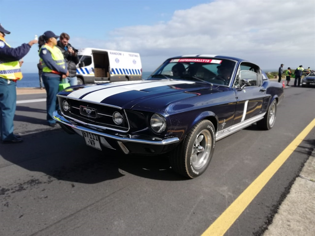 Over 50 Classic, Exotic And Collectable Motor Cars Cruise Cape Roads To Raise R200k For Charity photo