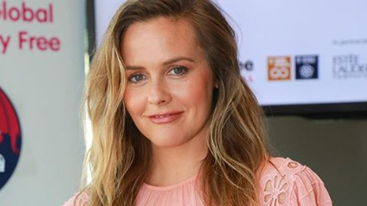 Alicia Silverstone Slams Starbucks Over Wasted Cups, Charging Extra For Nondairy Milk photo