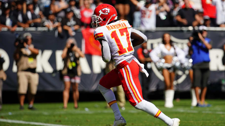 Fan Threw A Beer At Chiefs Wr Mecole Hardman After Catching Td From Patrick Mahomes In Oakland photo