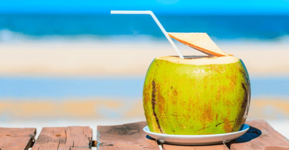 Vida saudável conheça os benefícios do coco min 1024x521 5 Drinks To Try When Visiting Rio de Janeiro