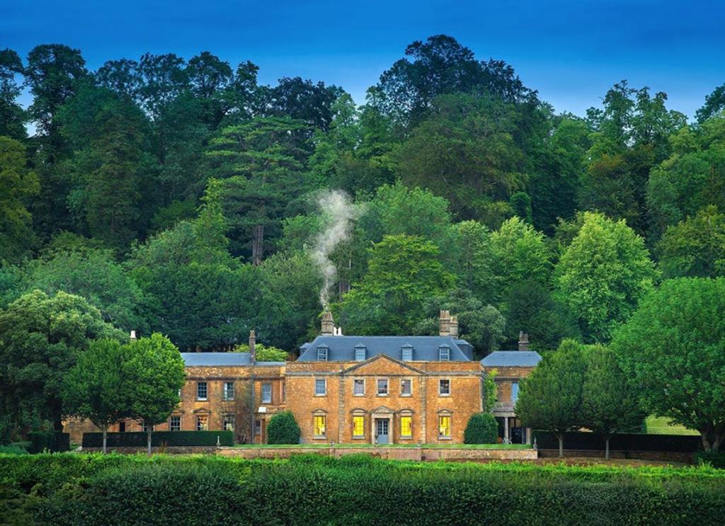Sa Billionaire Koos Bekker Spent Millions On An Estate In The Uk photo
