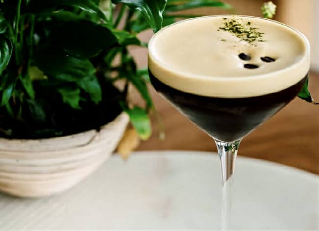10 Light Cocktails To Serve At Your College Party