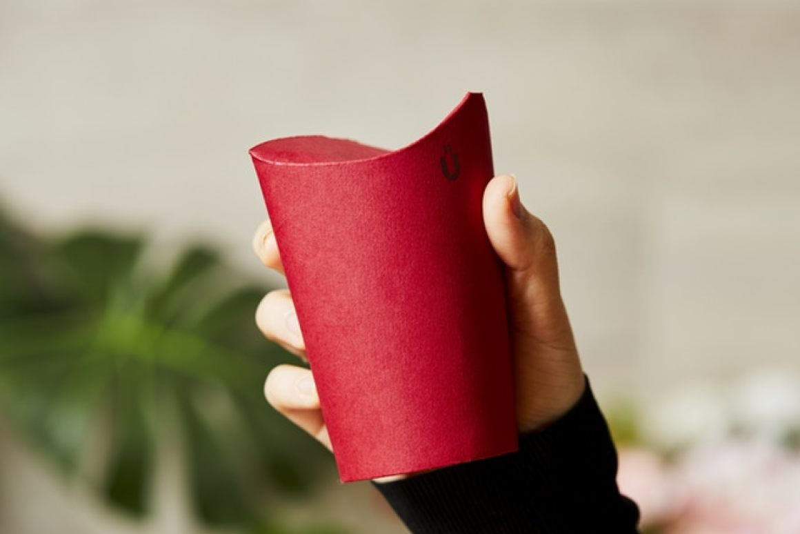 Folding disposable coffee cup has no need for plastic lids photo