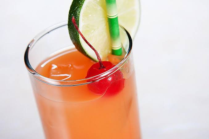 7 Best Cocktails For A Festive Student Party