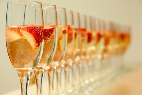 5 Essential Tips For Making Bubbly Cocktails At Home This New Year's Eve photo
