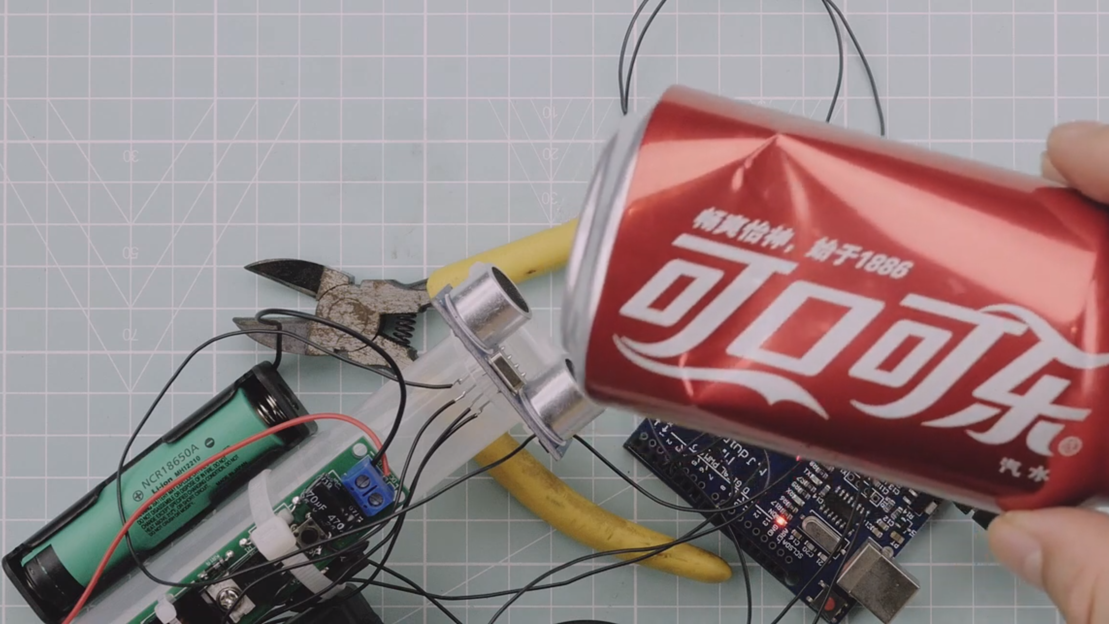 Death To All Coca Cola Cans With This Miniature Arduino Powered Cannon photo