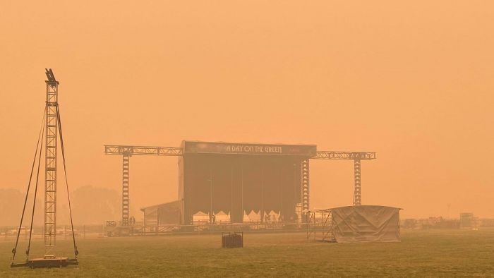 Second Music Festival Cancelled As Bushfire Smoke Threatens People's Health photo