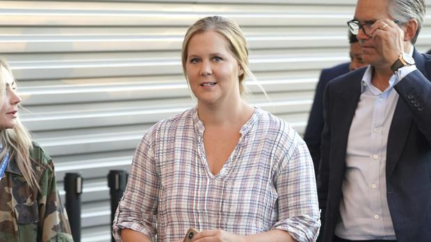 Amy Schumer Asks For Advice As She Undergoes Gruelling Ivf Treatment photo