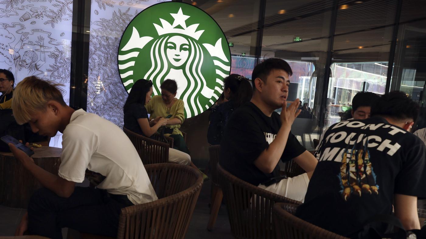 Starbucks Closes More Than 2,000 Stores In China Amid Coronavirus Outbreak photo