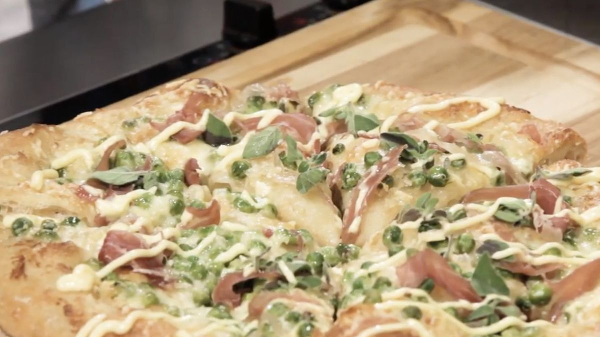 We Tried It: Peas And Mayo Pizza photo