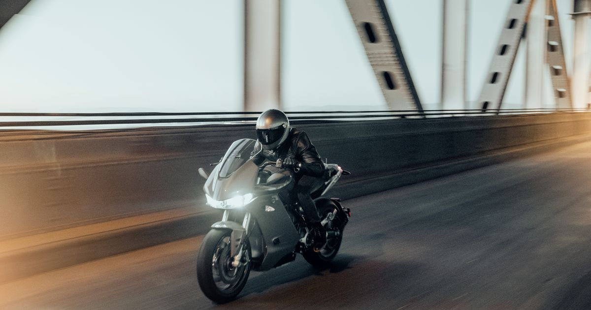 Zero's New Sr/s Electric Motorcycle Has A New Design And Increased Range photo