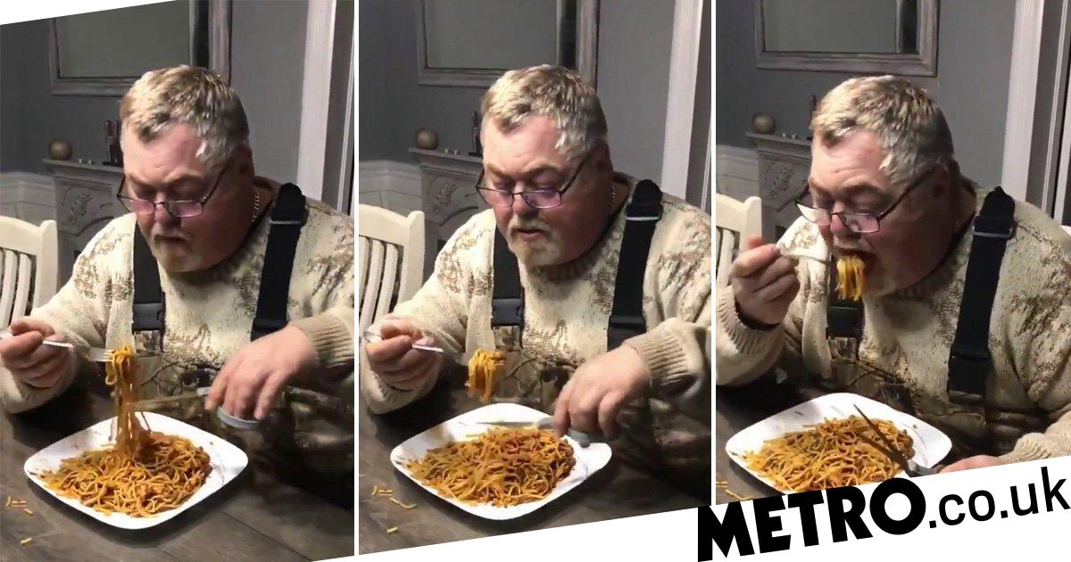 Man's Bizarre Way Of Cutting Spaghetti With Scissors Unsettles People photo