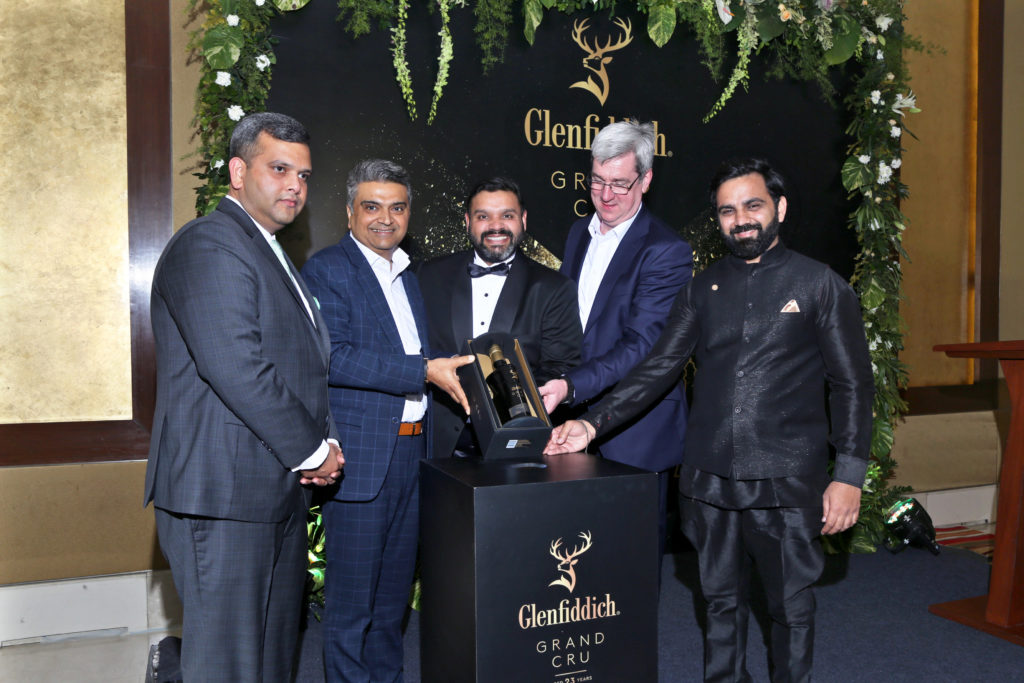 Delhi Duty Free Invites Vip Shoppers, Artists And Entrepreneurs For Glenfiddich Grand Cru Celebration photo