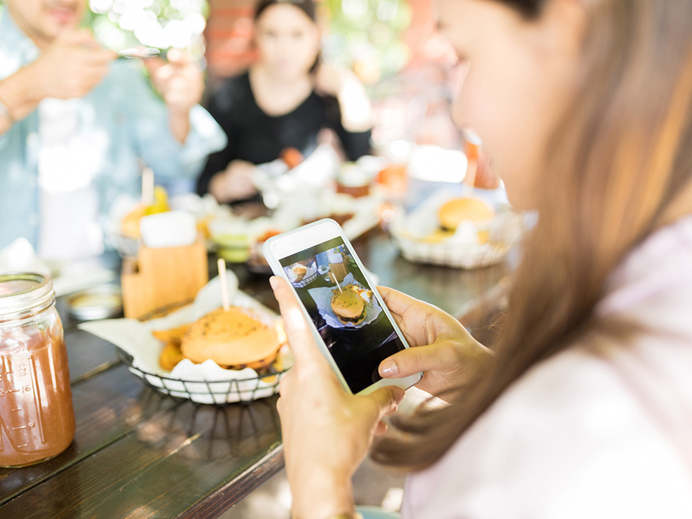 You May Be Conforming To Your Social Media Friends' Eating Habits More Than You Think photo