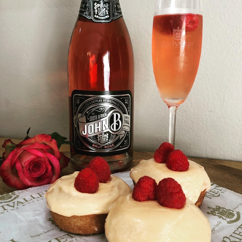Sparkling John B Brut Rosé Cupcakes photo