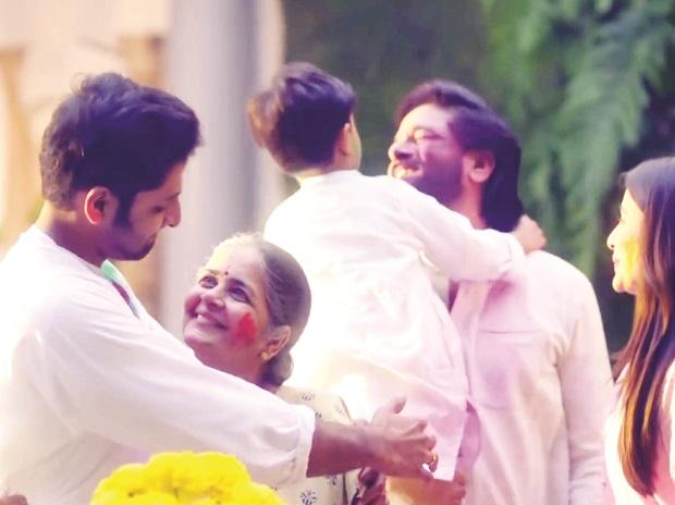 From Fanta To Surf Excel, Brands Walk The Emotional Plank On Holi photo