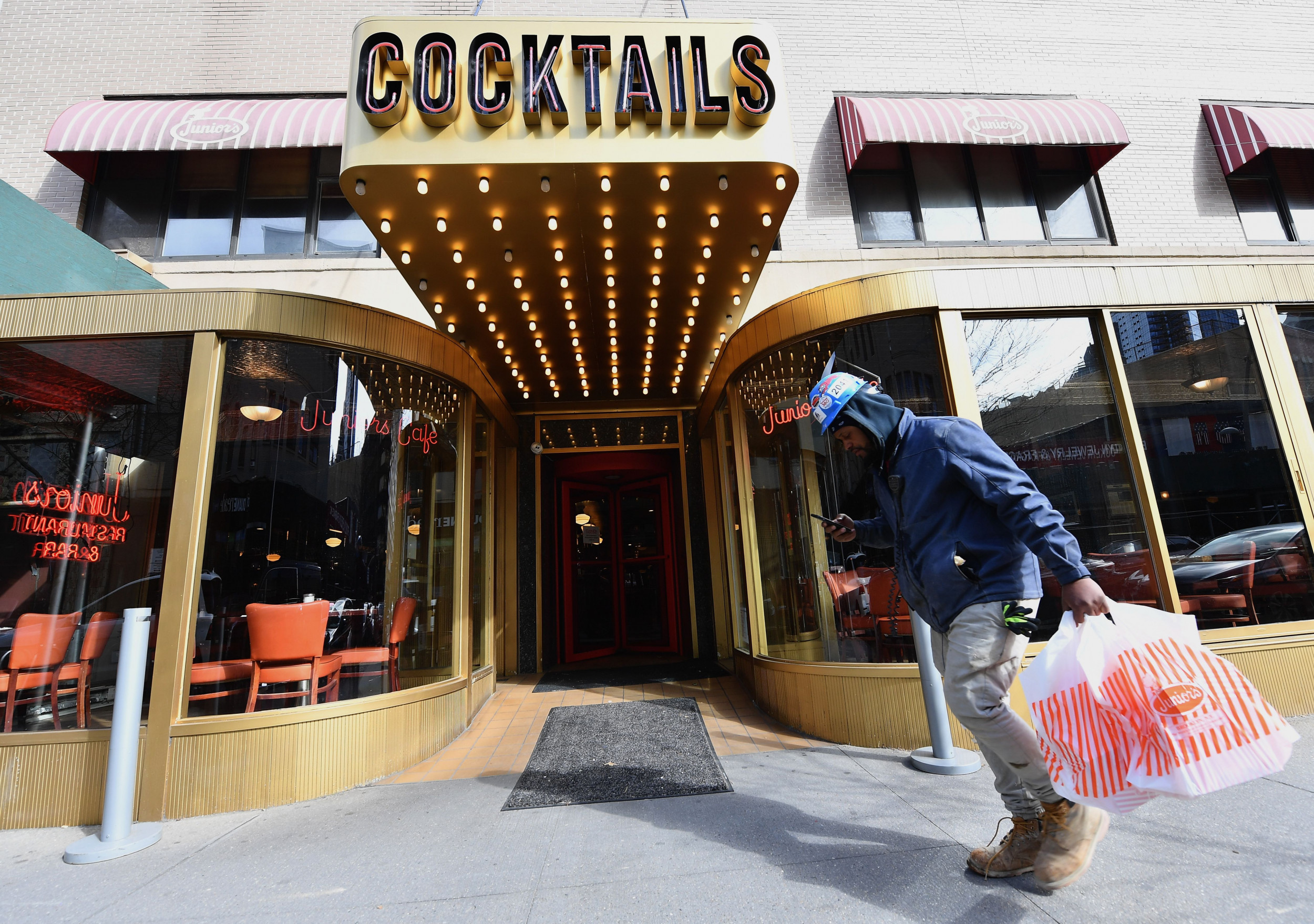 New York To Allow Takeout Alcohol To Help Bars, Restaurants During Coronavirus Shutdown, Cuomo Says photo
