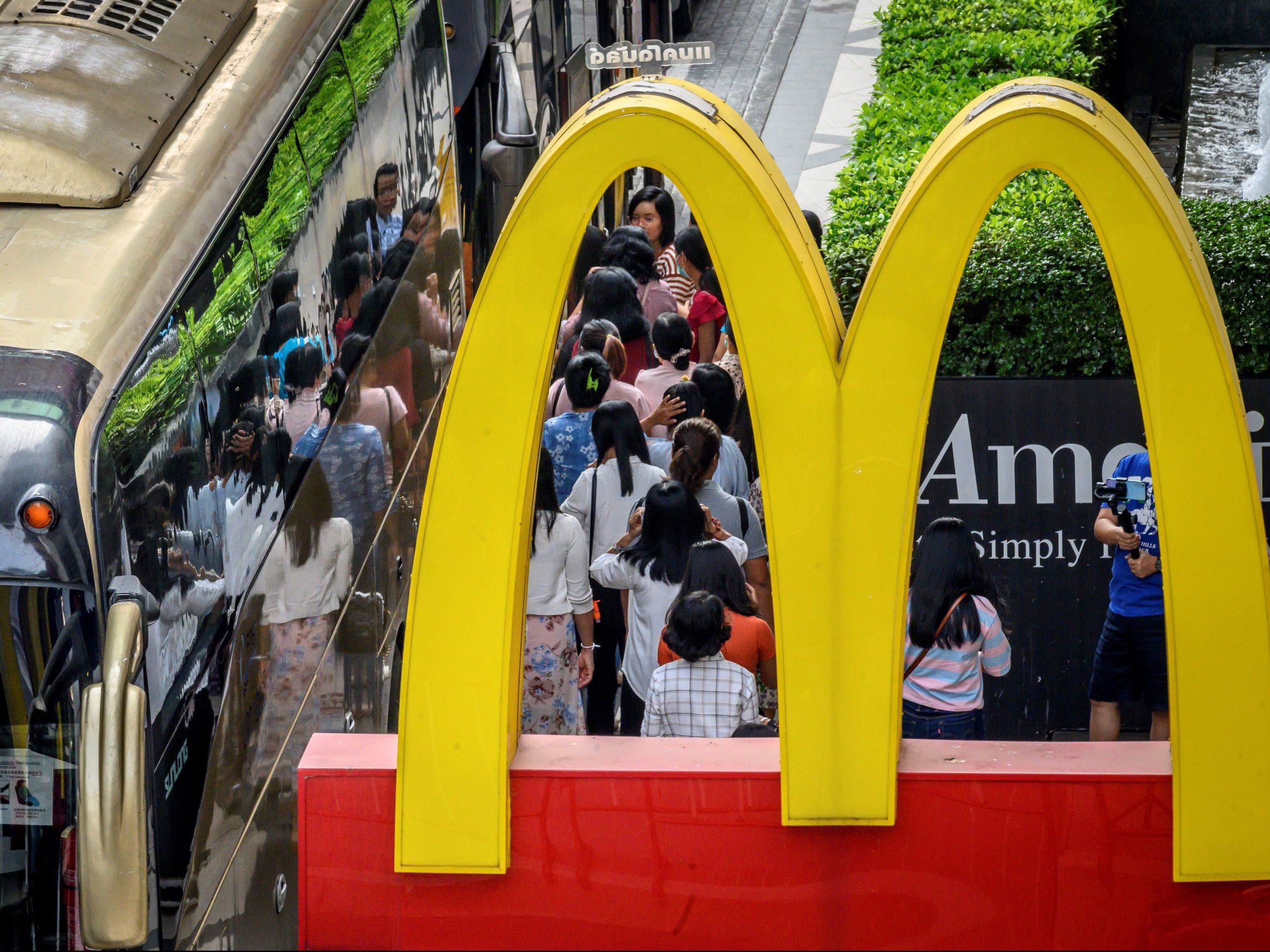 Mcdonald's, Starbucks Halt Dine-in Service In U.s. To Enforce Social Distancing photo