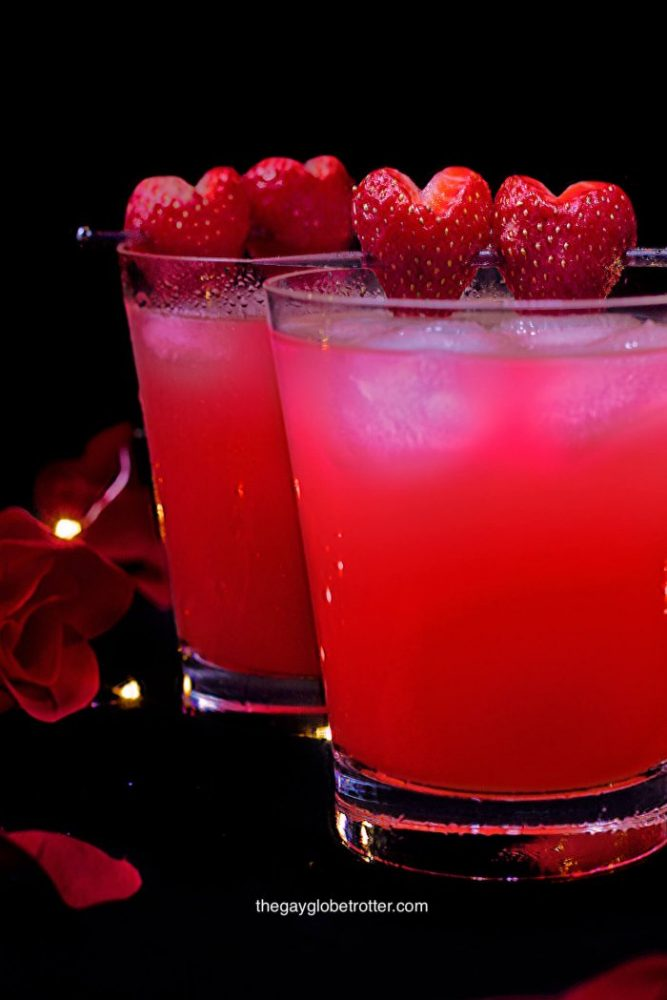 love potion drink1 o4tj8cjv43e91j2sxinmhymzbxiy461cpp901eewvu 667x1000 The Best Cocktails You Can Order At A Casino Lounge