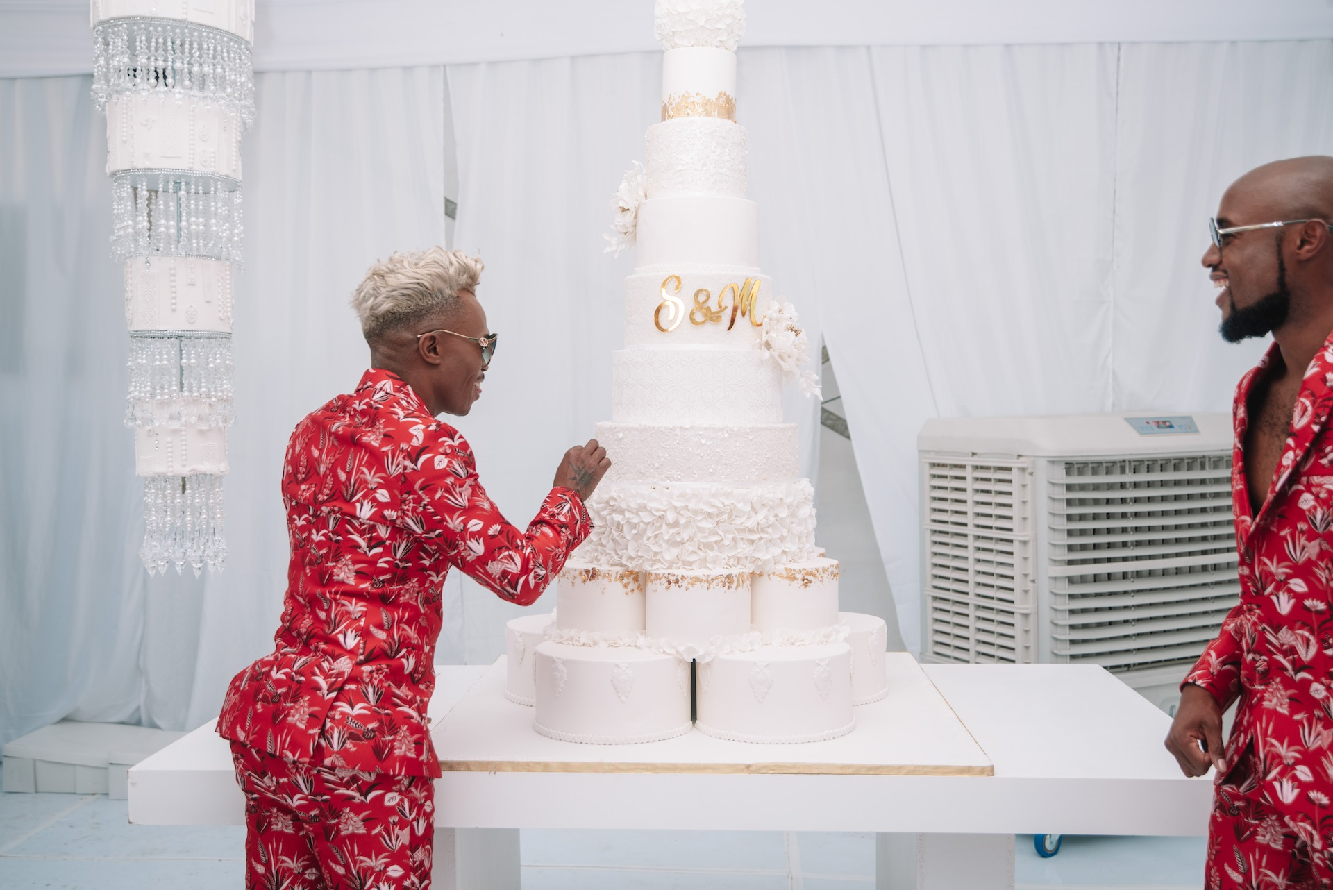 1000 Eggs, Amarula & Whisky And 10 Tiers! All The Details About Somhale's Wedding Cakes photo